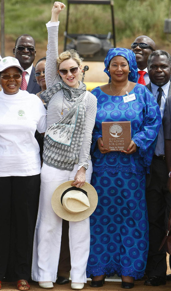 Madonna poses with her Malawian team