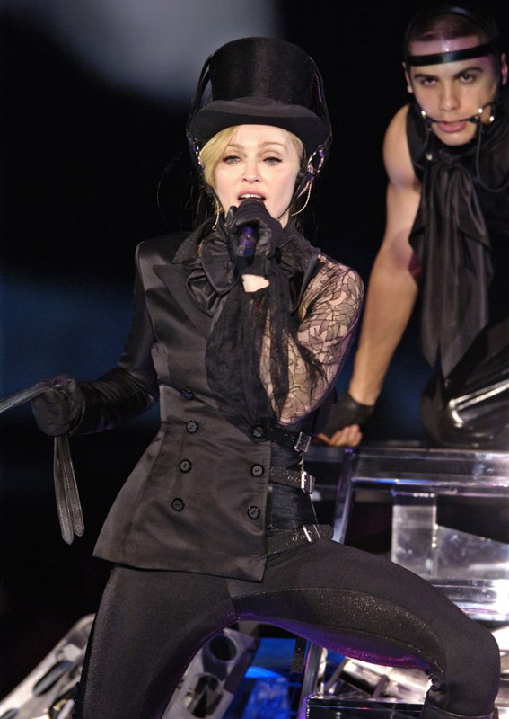 Madonna performs in LA @ Confessions Tour
