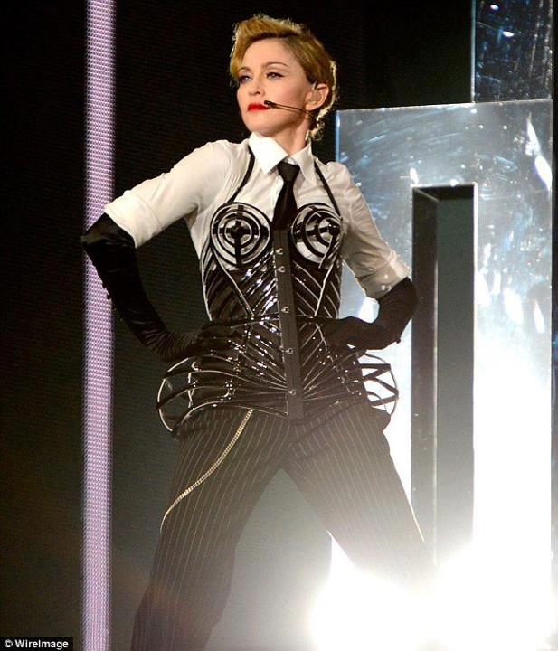 Mdna tour press reviews madonna show articles mad eyes israel mdna tour tel aviv voltagebd Image collections