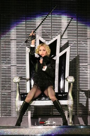 Madonna performs Candy Shop in Miami